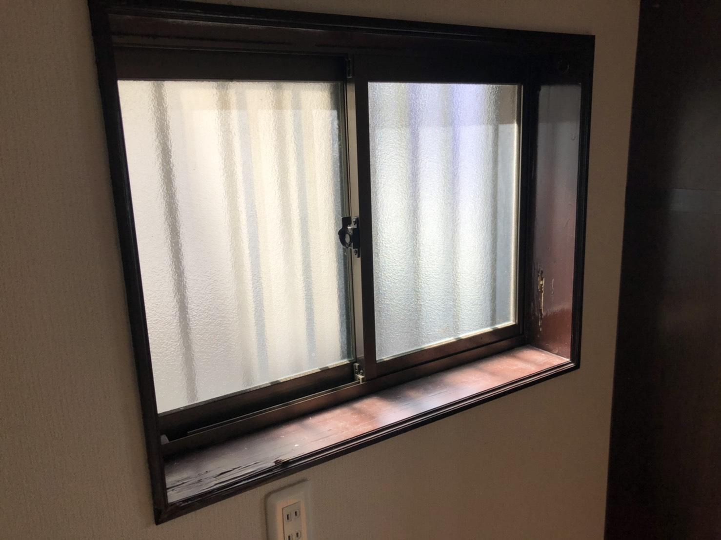 堺市北区 シロアリの被害に遭われた、戸建て窓枠の交換
